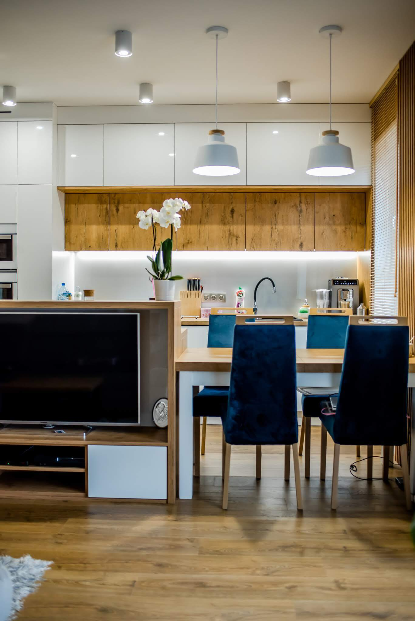 projekt kuchni+jadalnia w 2 pokojowym mieszkaniu